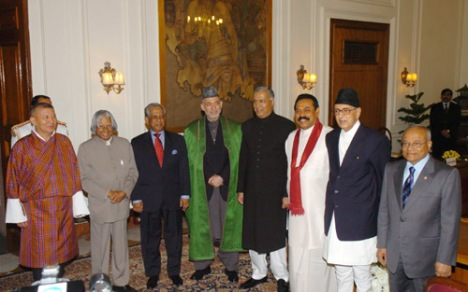 The Head of States and Head of Government of SAARC Countries posing a photographs with the President, Dr. A.P.J. Abdul Kalam, at Rashtrapati Bhavan in New Delhi on April 3, 2007.(photo:google engine)